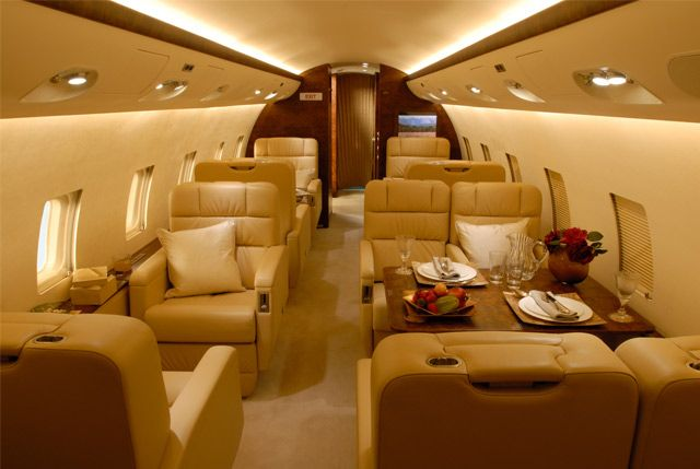 Challenger 850 - Comfortably seats 19 passengers