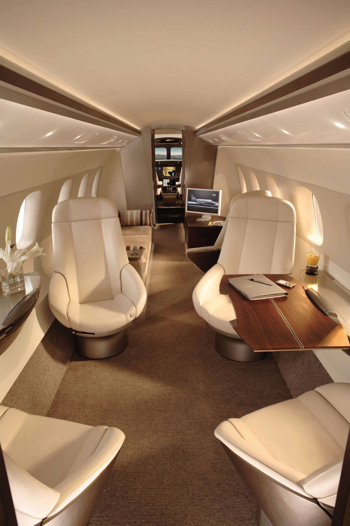 Legacy 500 - Comfortably seats 12 passengers
