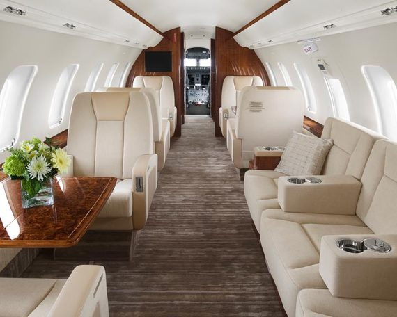 Challenger 605 - Comfortably seats 12 passengers